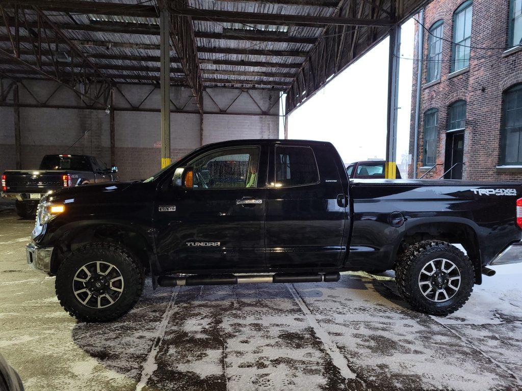 Toyota Tundra - Custom lift kit and 33-inch tires