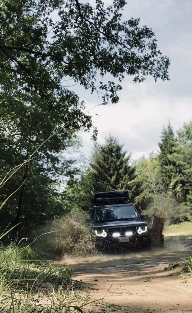 2015 Land Rover lr4 with a hidden winch, grille lights & grille lights