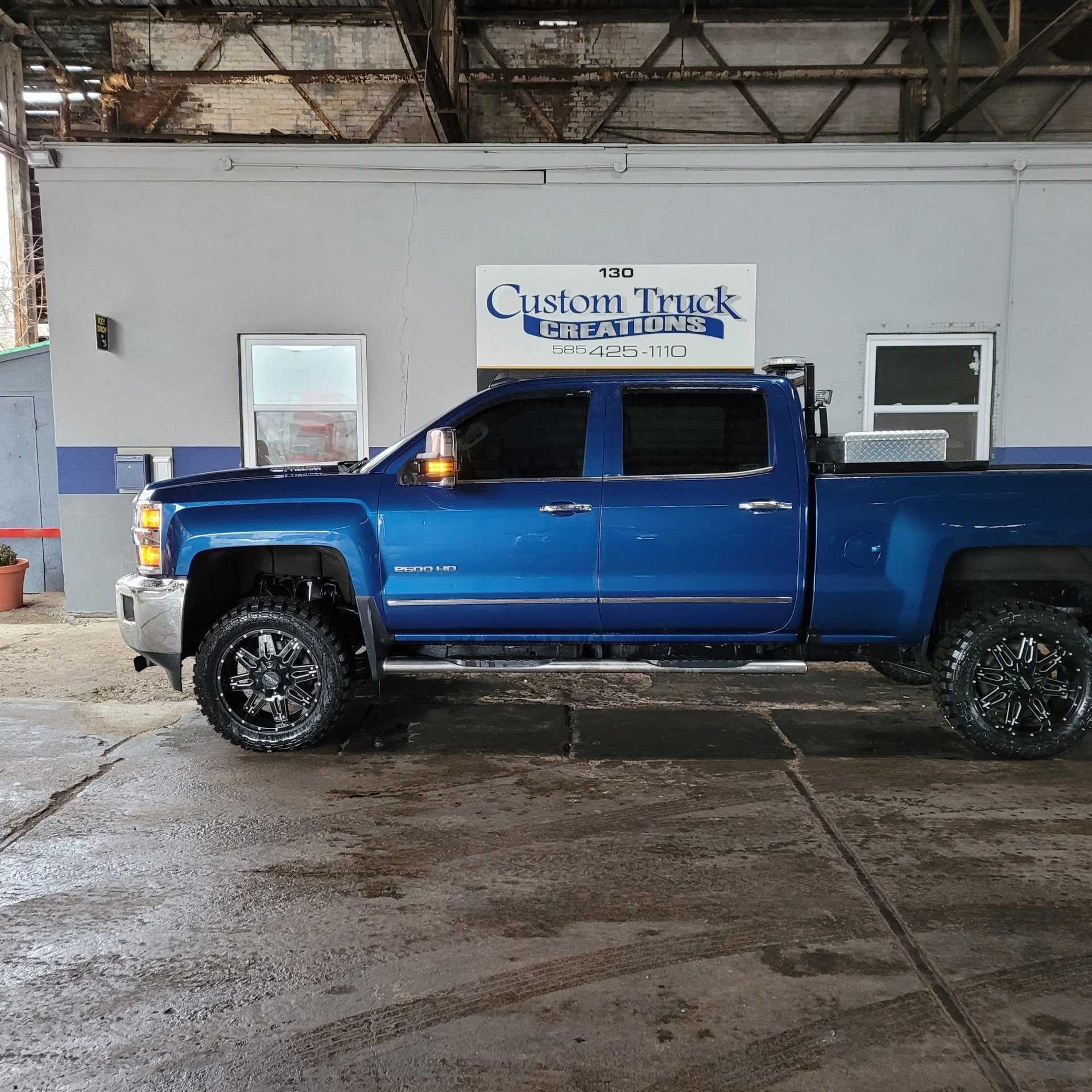 2500 HD after - Leveling kit and wheel/tire package
